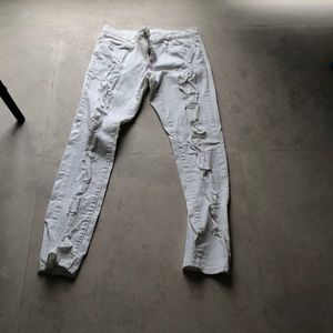 Blank NYC Distressed white Jean size 30